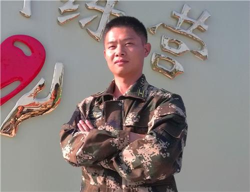 军事教官:李伟康