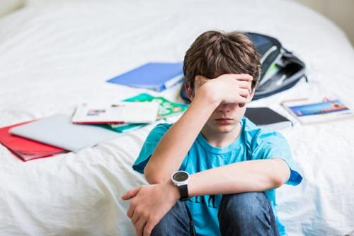 《与青春期和解》:青少年叛逆,往往取决于我们养育知识的缺乏