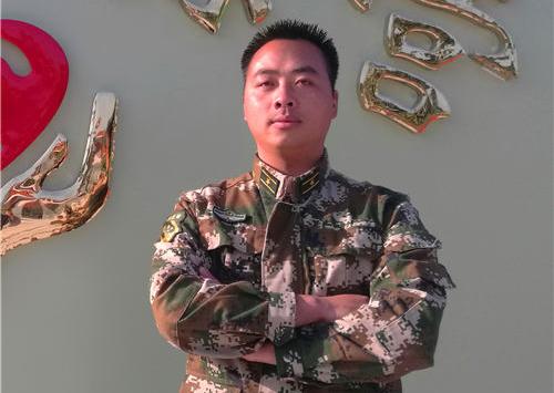 军事教官:梁小生